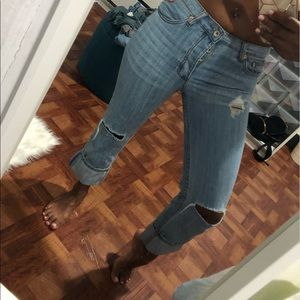 Mid rise distressed jeans with knee cuts!